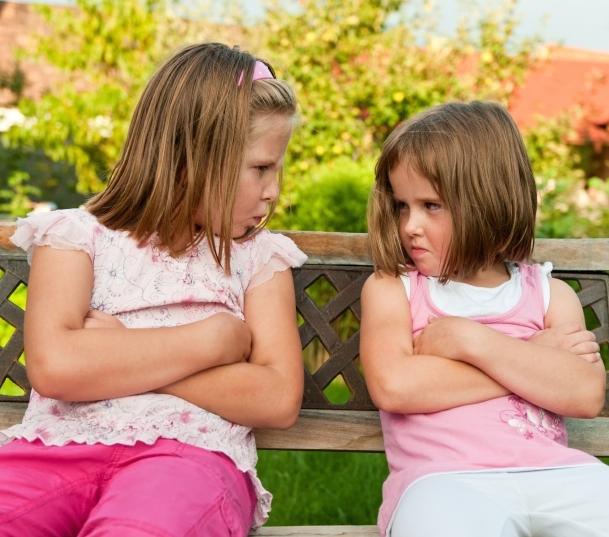 兄弟姐妹之间发生竞争   父母怎么办