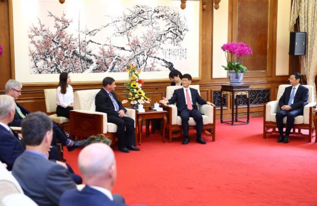 中国贪官天堂不再!中加双方讨论引渡条约