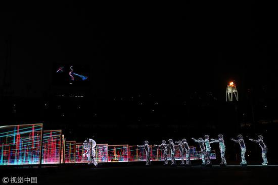 800斤道具+几十斤木偶装 北京8分钟演员这样炼成