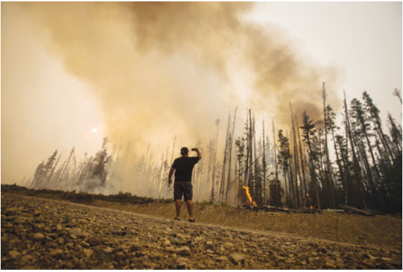 BC居民 抗议不获保障 消防装备不适宜救山火