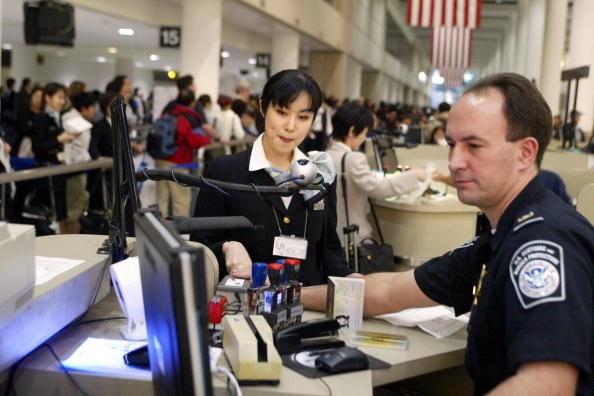 收紧给中国人的签证   美国拒签率飙升