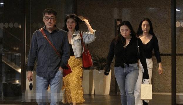 李宗盛林忆莲离婚后首同框深夜约饭,20岁女儿现身