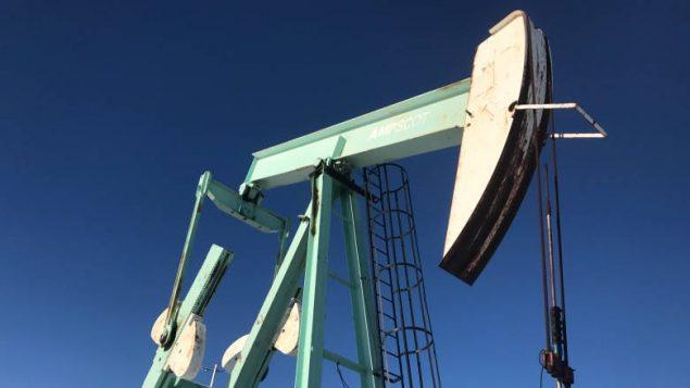 oil-pumpjack-near-acme-alta-635x357.jpg
