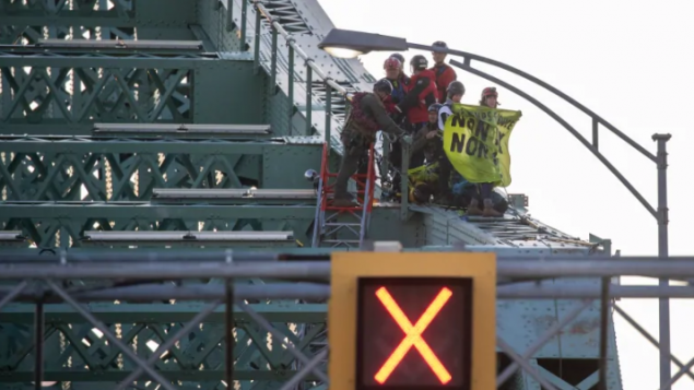 bridge-protesters-635x357.png