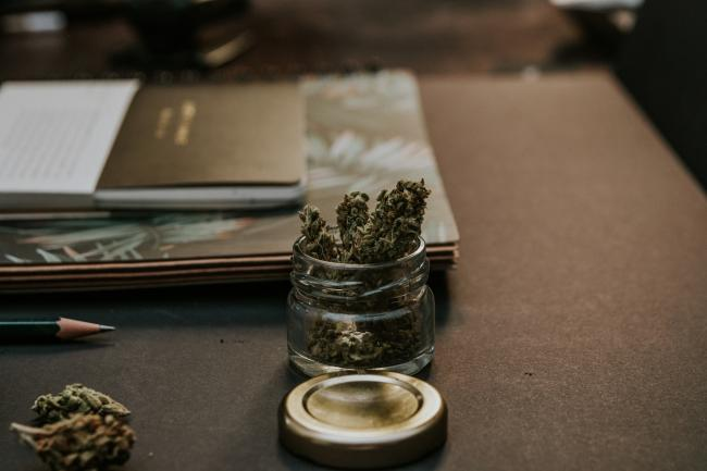 大麻合法化一周年 64%业主认为抽麻压低房价