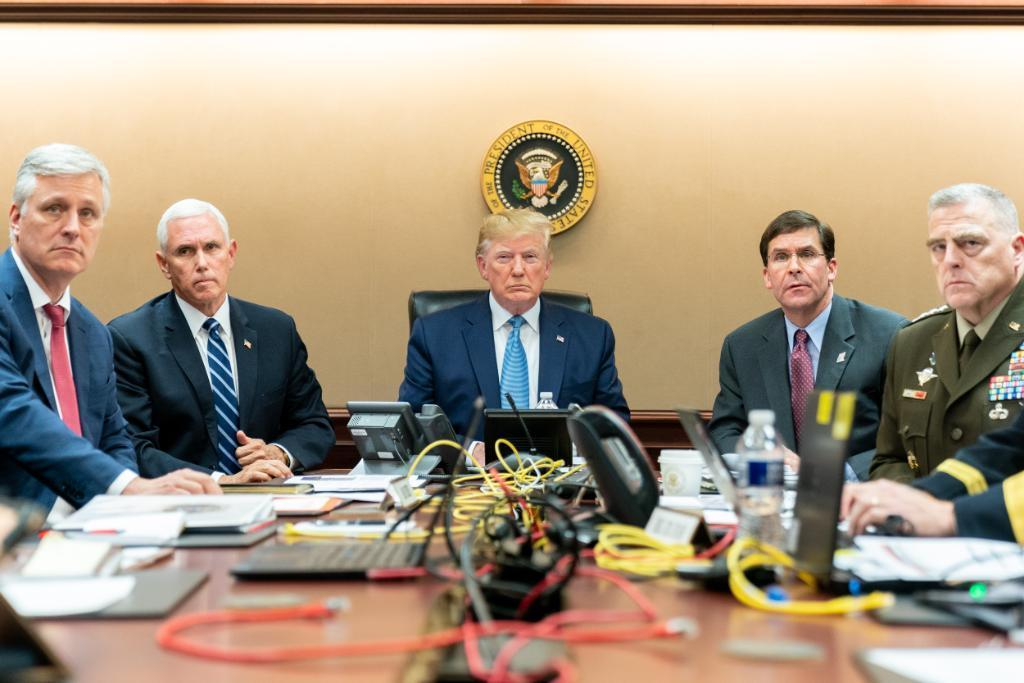 白宫发布川普观看IS任务照片:杀气腾腾