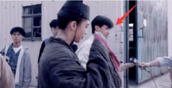 王祖贤多年前剧照流出 看看旁边是谁?