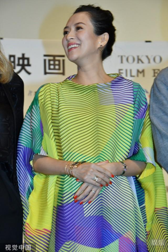 章子怡怀孕七个月依旧踩高跟 笑容灿烂