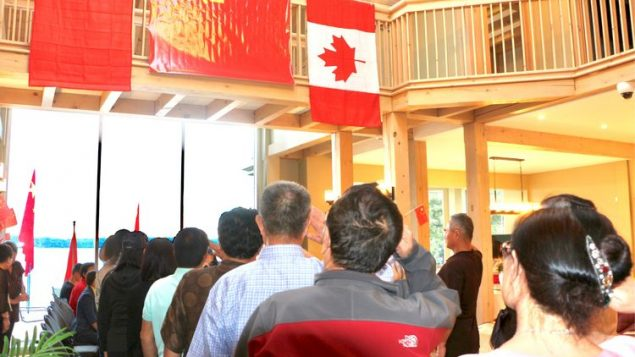 加媒对中国退伍军人在加拿大组建联谊会提出质疑
