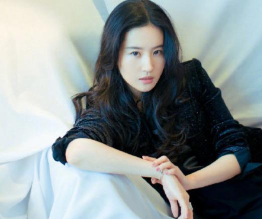 刘亦菲一条微博炸了 网友:这里面信息可真多