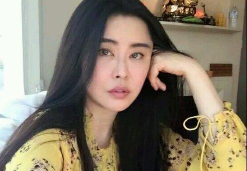 """温哥华超市捕获""""野生""""王祖贤 粉丝喜获签名"""