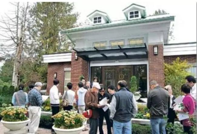 疯狂:上百人看一套老房…高于挂牌价37万成交