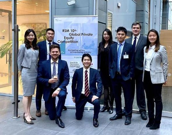 章泽天与剑桥同学参加投资比赛 成熟干练