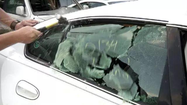 列治文Costco惊曝砸车事件 购物归来车主傻眼