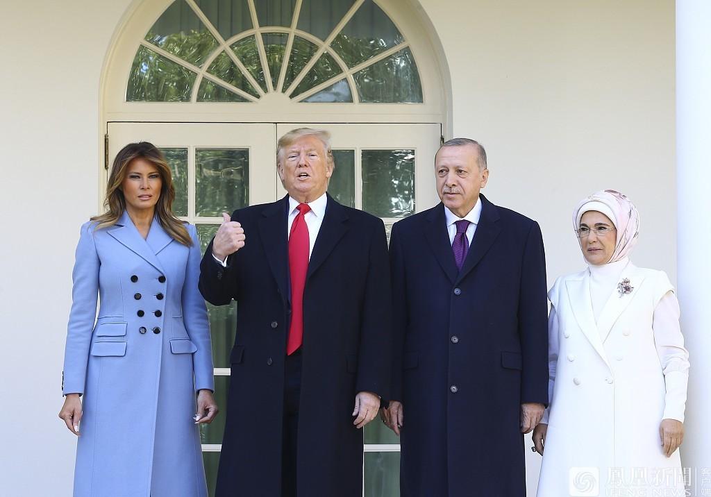 土耳其总统携夫人访问白宫 被川普夫妇挤出红毯