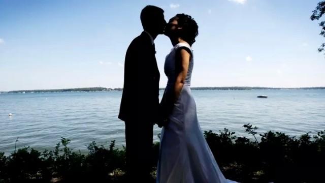 女子嫁给大10岁的老外 结婚第一天就受辱