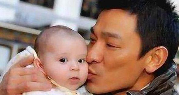 38年前刘德华亲吻的小孩 今成巨星