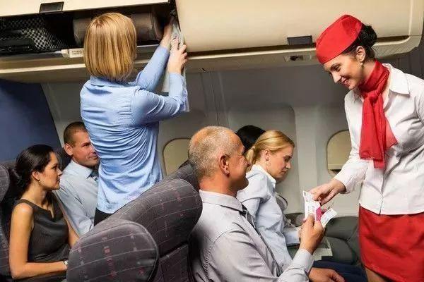 飞往美国的飞机上竟然有空姐卖淫 两年赚500万