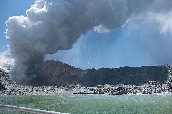 新西兰白岛火山爆发(图源:法新社)