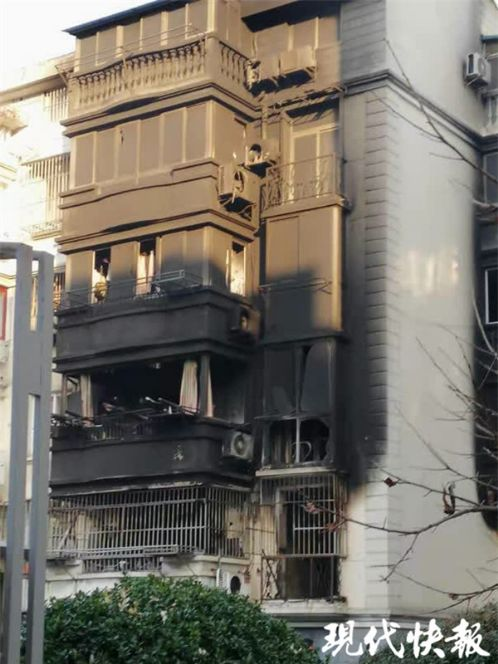 江苏一大爷点蚊香 差点烧了一整栋楼
