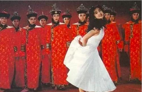 王祖贤故宫旧照 背后的群演如今成当红明星