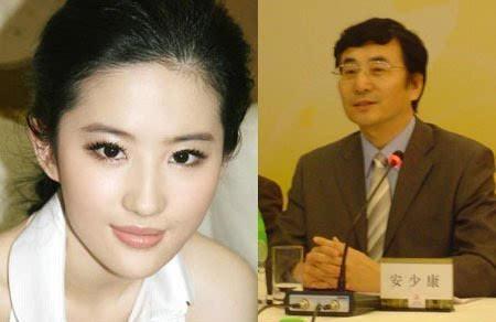 知道刘亦菲的妈妈美 没想到她的爸爸也这么帅