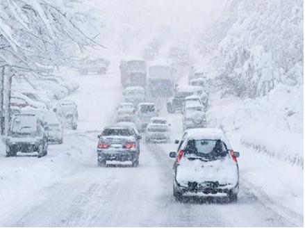 低陆平原多条公路因大雪天气被封闭