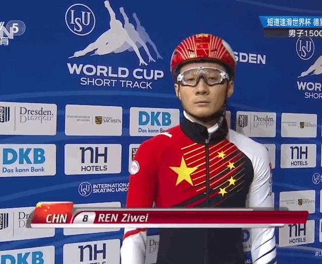 中国小伙夺世界冠军 赛前比这个手势