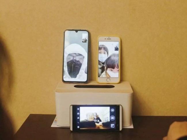 刘小光的家中视频通话 全家福.jpg