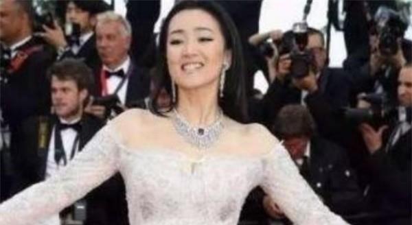 """放弃中国国籍 却仍在中国""""捞金""""的4位明星"""