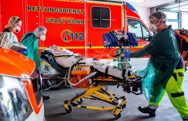 义大利疫情严重,国际驰援,图为德国波昂大学医院接诊两名义大利确诊病例。(Getty Images)
