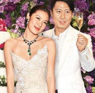 她28岁时嫁42岁的天王 4年榨干丈夫7亿家产