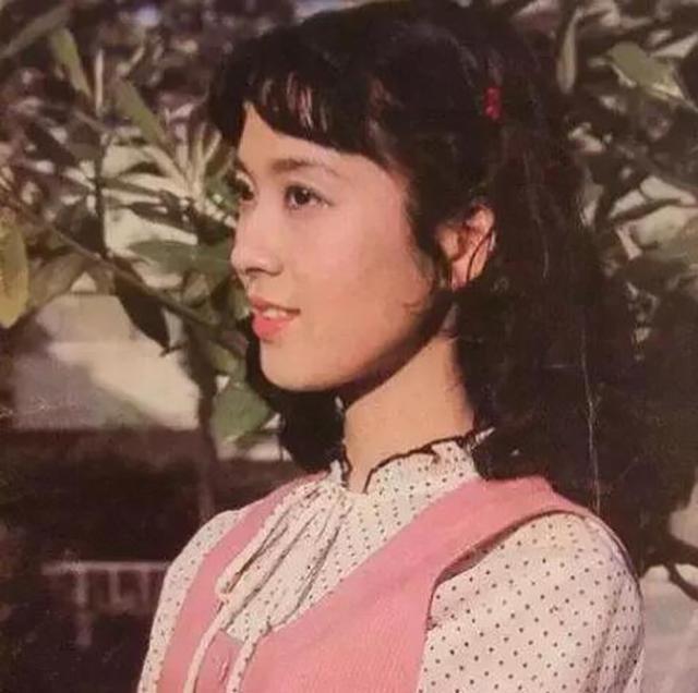 80年代内地第一美女 当红息影嫁人今风韵犹存