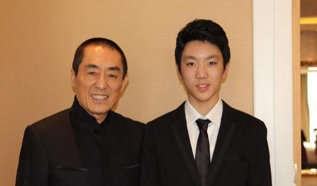 18岁获电影节三项大奖 他是张艺谋骄傲的大儿子