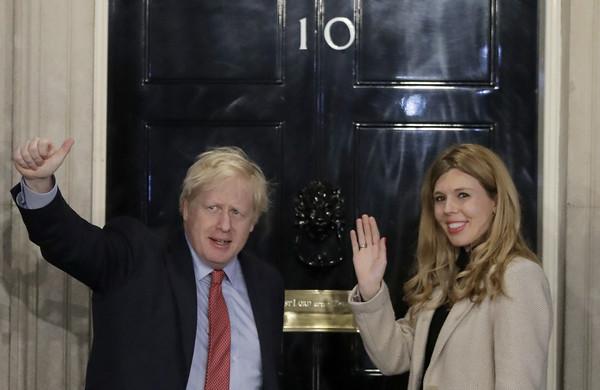 ▲▼ 英国首相强生与女友席孟兹(Carrie Symonds)。(图/达志影像/美联社)