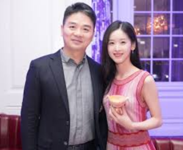 方方与刘强东,到底是谁在给美国递刀子?