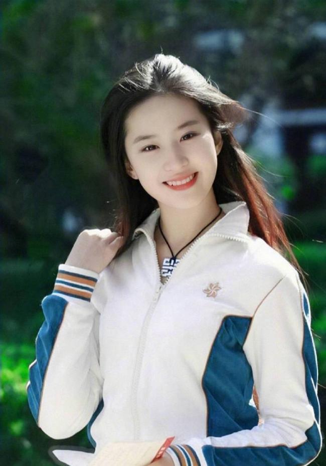 刘亦菲素颜照_刘亦菲运动装旧照曝光 笑起来青春阳光 - 娱乐风暴 - 温哥华港湾
