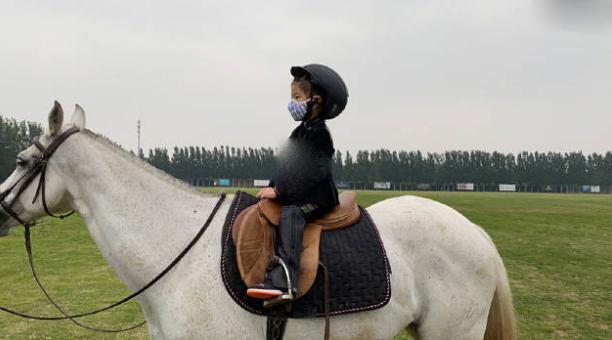 章子怡贵族式富养女儿 醒醒5岁就学骑马