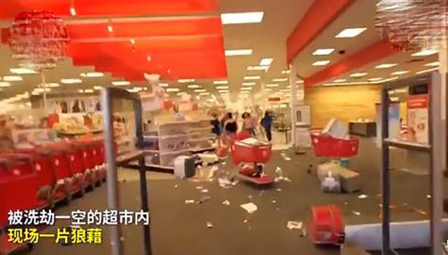 美国乱套了!愤怒民众打砸警局,将超市抢劫一空,有人点燃星条旗