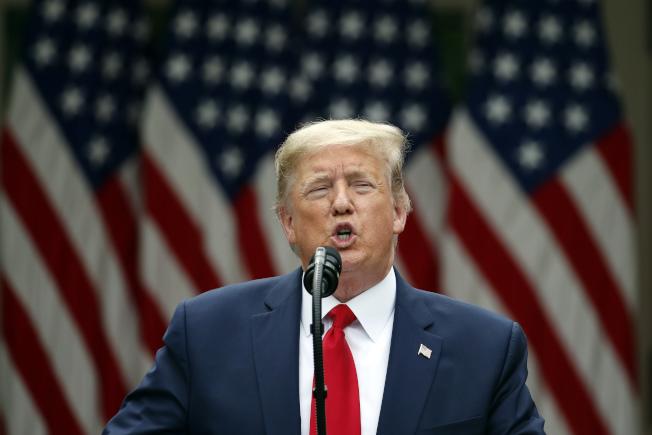 美国总统川普29日在白宫举行记者会宣布,美国将停止与香港的几乎全面各方面协议,并取消对香港的特殊待遇与政策豁免,从引渡条约到商业关系,都将受到影响。美联社