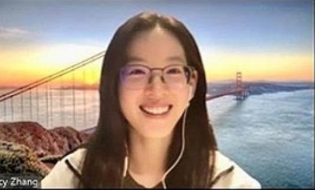 章泽天素颜戴眼镜上网课 成剑桥活招牌?
