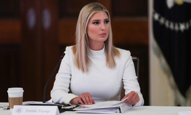 图为6月26日美国白宫高级顾问伊万卡白宫东厅主持一个委员会的会议。(Reuters)