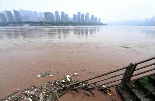 中国南方暴雨暂歇 三峡大坝挺过第1号洪水