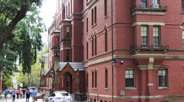 哈佛等名校推迟入学和休学人数创新高