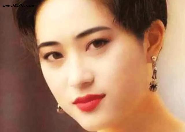 港姐冠军陈法蓉年轻时有多美?看她以前的照片就知道了!