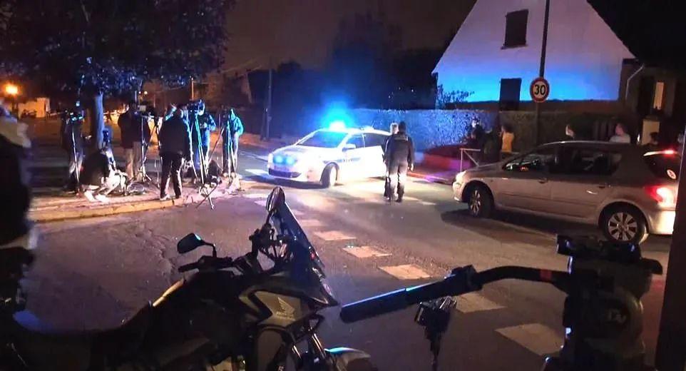 突发! 巴黎爆恐袭 光天化日之下暴徒砍下教师头颅 弃尸马路!