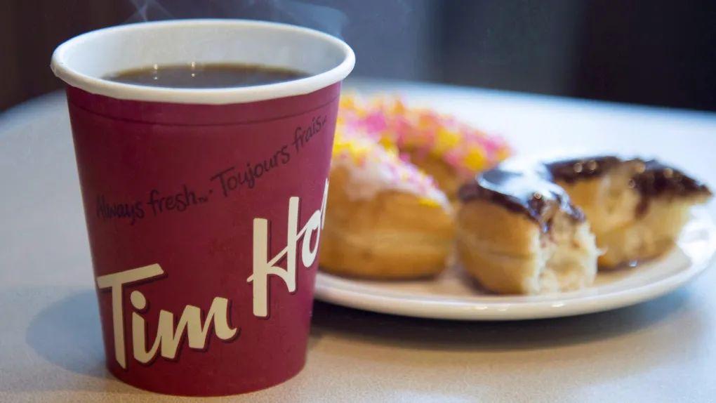 怒了! 众目睽睽下 华人在Metrotown被人浇了一头Tim Hortons热咖啡!