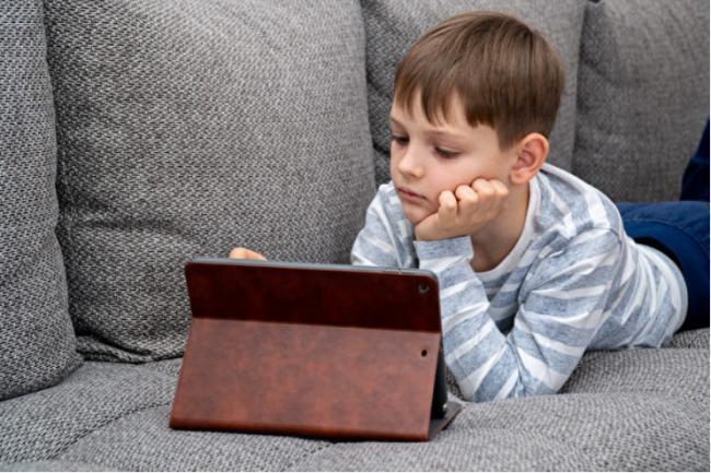 研究:联邦儿童福利5年增68% 全靠借钱