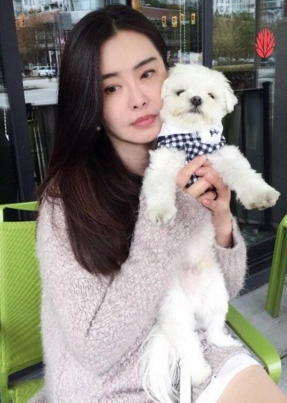 王祖贤53岁近照  十足女人味又带点空灵感