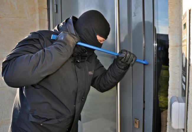 burglar-3718381_1280-768x527.jpg